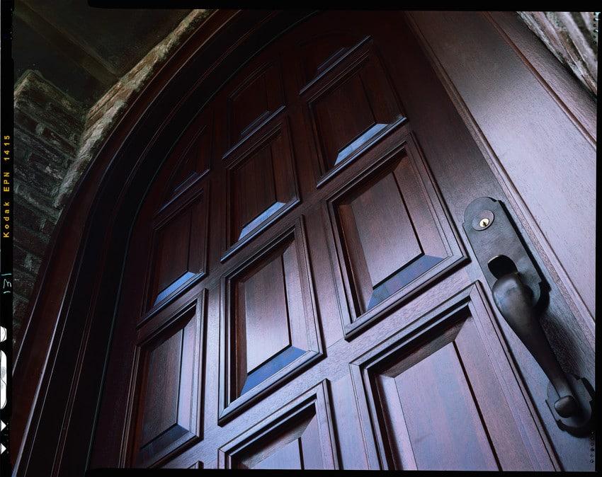 דלתות חוץ מעוצבות במגוון צבעים ועיצובים - Andersen מומחים בייצור חלונות לבית ודלתות כניסה מעוצבות