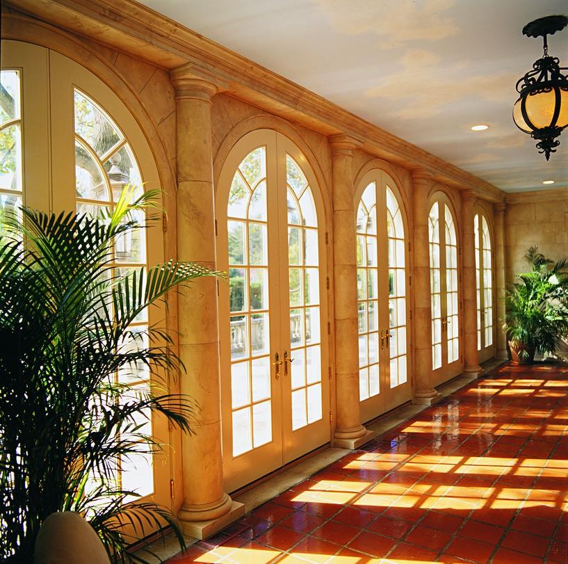 דלתות זכוכית במגוון צבעים ועיצובים - Andersen מומחים בייצור חלונות זכוכית ודלתות כניסה מעוצבות