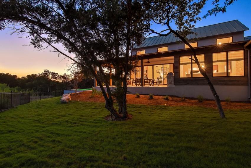 חלונות הזזה של חברת Andersen המומחים בייצור חלונות לבית ודלתות כניסה מעוצבות