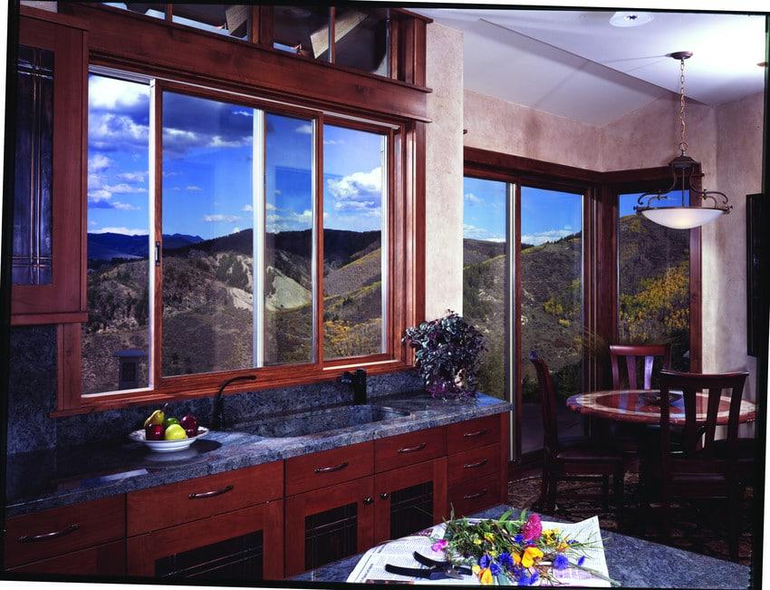 חלונות הזזה מאלומיניום, חלונות הזזה מעץ - Andersen מומחים בייצור חלונות עץ ודלתות כניסה מעוצבות