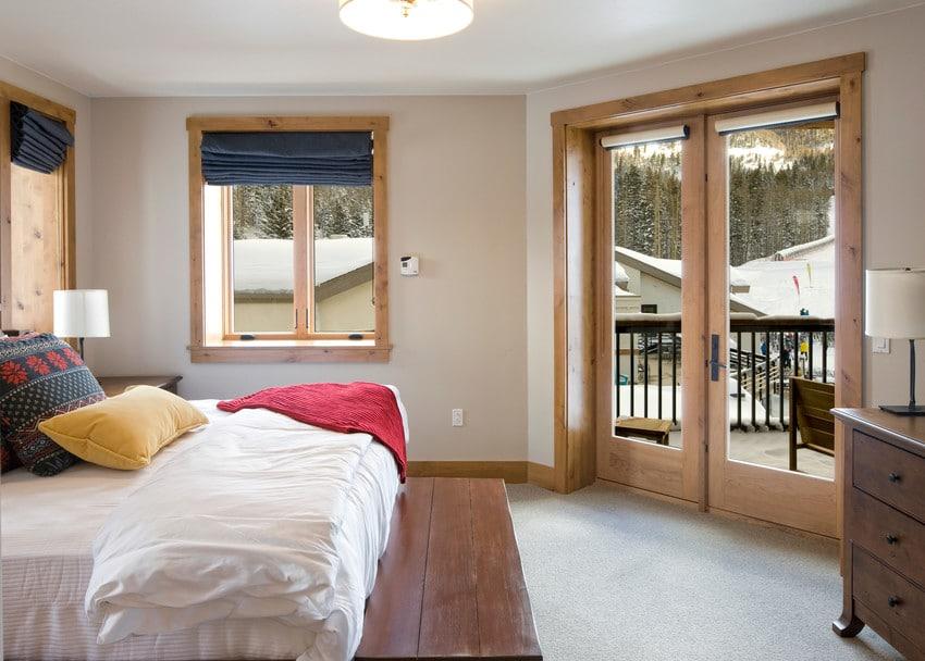 דלתות חוץ מסדרה E של חברת אנדרסן המומחים ביצור והתקנה של דלתות חוץ וחלונות מעוצבים