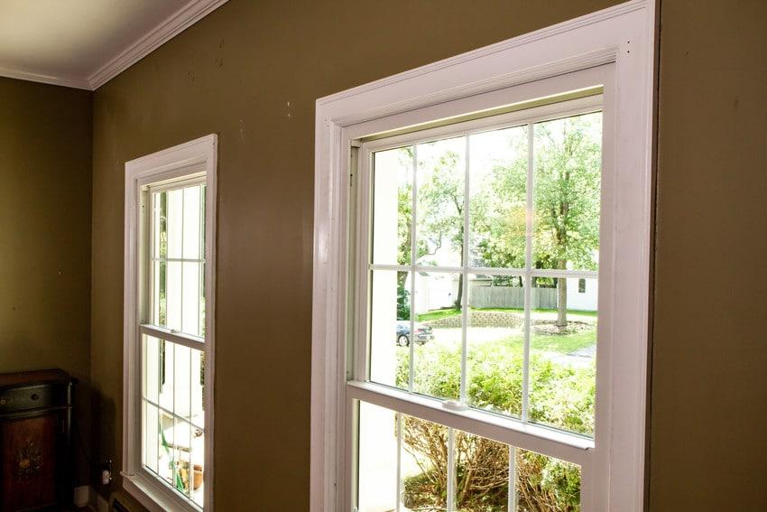 חלונות גליוטינה במגוון צבעים ועיצובים - Andersen מומחים בייצור חלונות עץ ודלתות כניסה מעוצבות