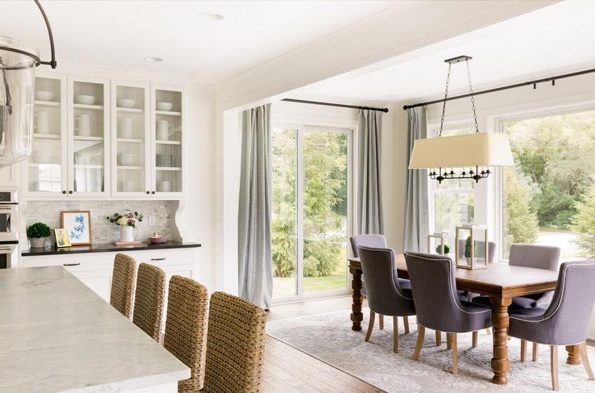 דלתות חוץ מסדרה 100 של חברת אנדרסן המומחים ביצור והתקנה של דלתות חוץ וחלונות מעוצבים