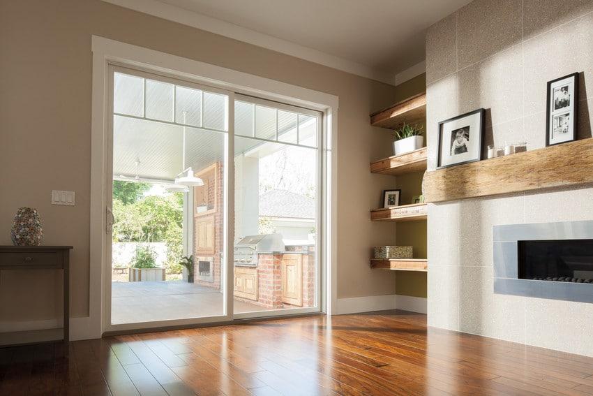 דלתות בלגיות מסדרה 100 של חברת אנדרסן המומחים ביצור והתקנה של דלתות חוץ וחלונות מעוצבים